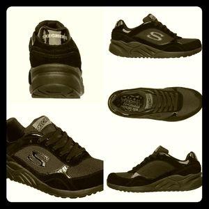EUC💣SKECHERS💣 Originals-OG Black Color Crew Shoe